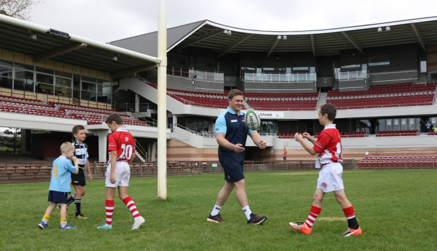 NSW Waratahs_Brookvale Oval Announcement_Rory O Connor & Juniors_2018_JD